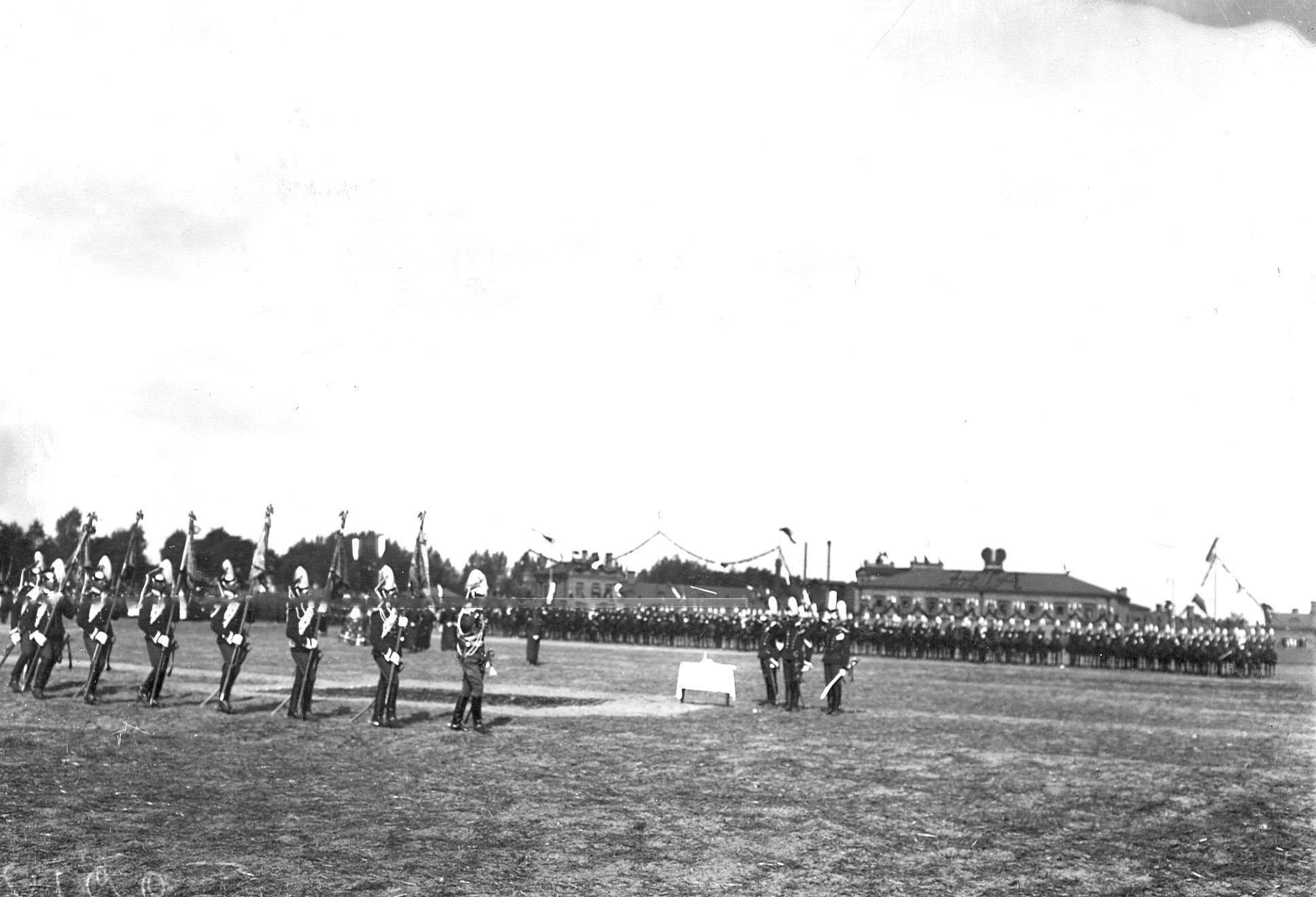 Освящение штандартов во время парада в день 250-летнего юбилея полка