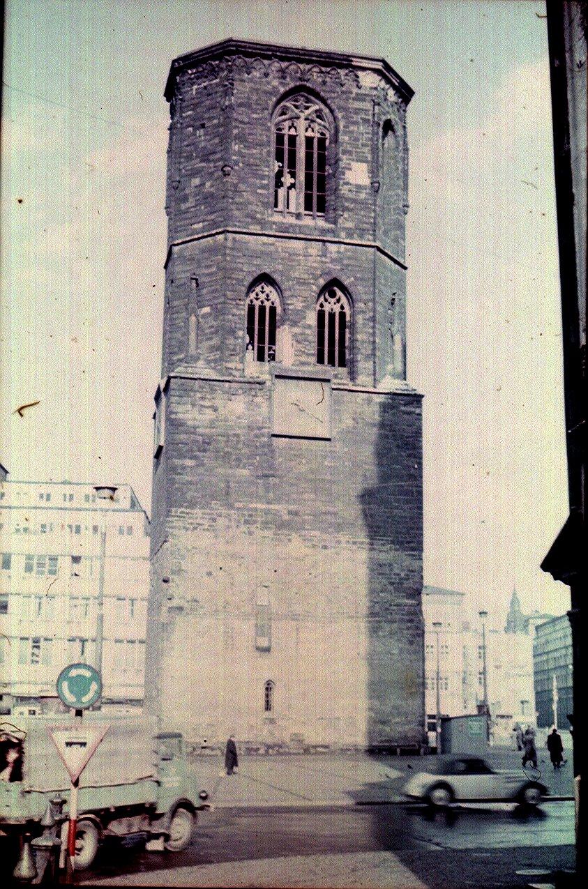 Галле. Красная башня на Рыночной площади