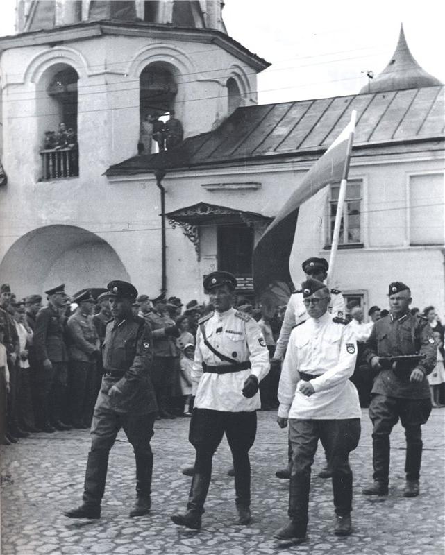 1943 парад 1-й Гвардейской бригады РОА во Пскове 22 июня 1943 г..jpg