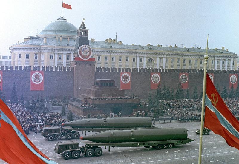 1965 Военный парад на Красной площади 9 мая 1965 года. О.Иванов, РИА Новости.jpg