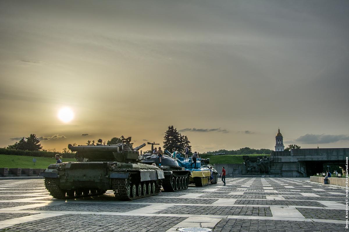 Киев, Цветные танки