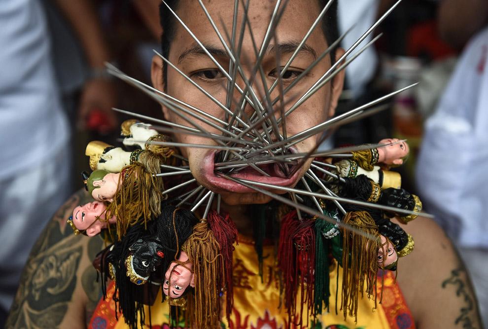 16. Вегетарианский фестиваль 2016 в Таиланде, Пхукет, 3 октября. (Фото Lillian Suwanrumpha):