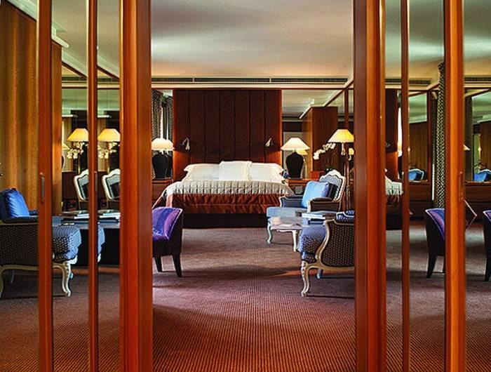 4. 7-ое место: королевский номер, отель