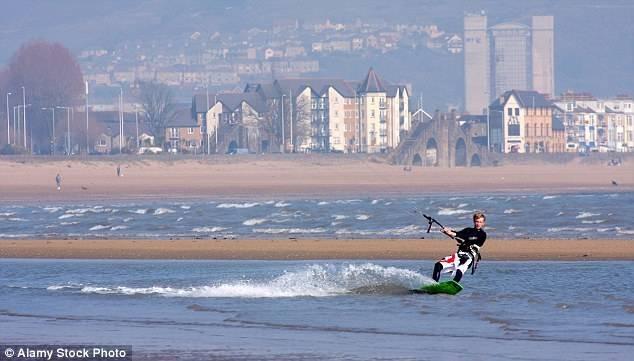 Плимут, как и Суонси, располагается на побережье, что, несомненно, добавляет ему очков.