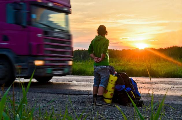 Главные правила автостопа, которые помогут добраться куда угодно (7 фото)