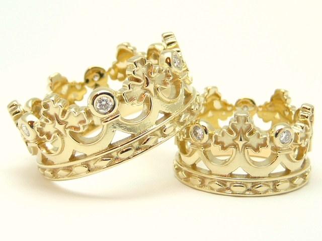 При этом стоимость золота на момент создания огромного кольца – в 2000 году, составляла $250 з