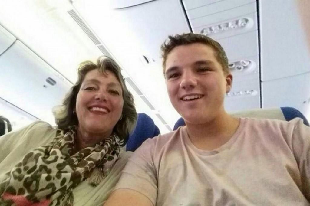 6. Предсмертное селфи пассажиров рейса MH17 15-летний Гари Слок вместе со своей матерью Петрой Ланге