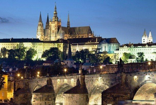 7. Пражский Град, Чехия Это здание считается настоящим символом Праги, а также официальной резиденци