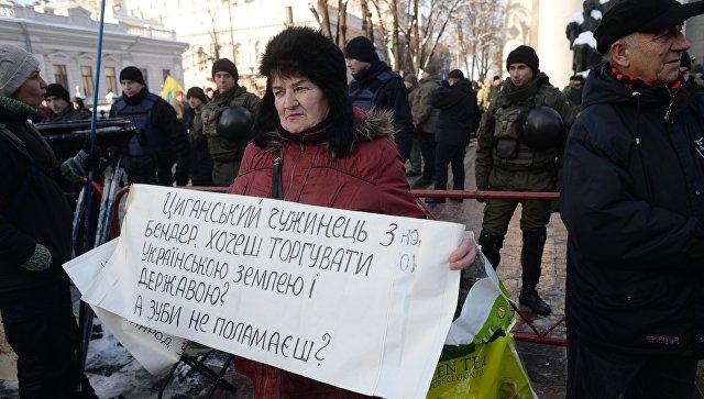 Около тысячи человек митингуют возле НБУ заотставку Гонтаревой
