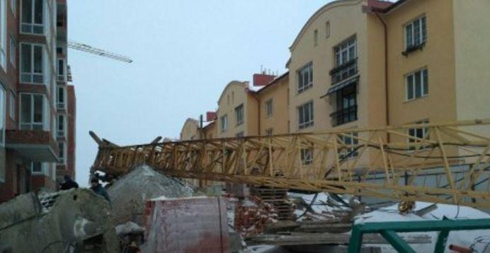 Нановостройке рухнул кран: строитель вочень тяжелом состоянии