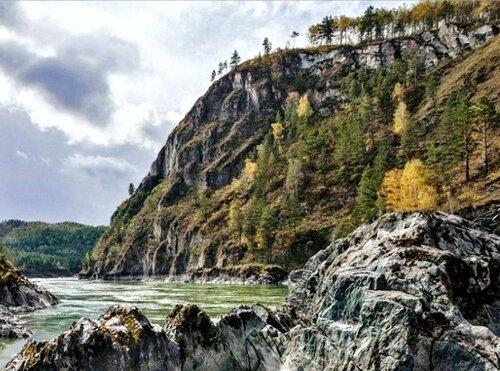 У речных скал, на Алтае.jpg