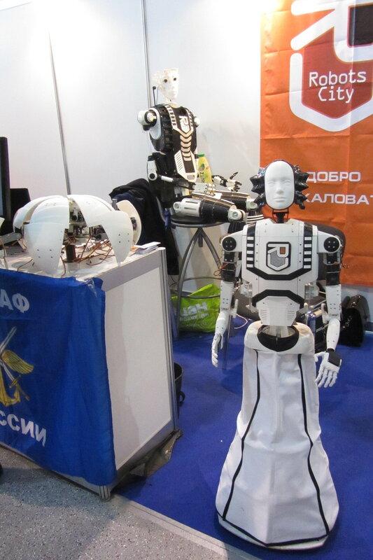 Человеко-подобный робот