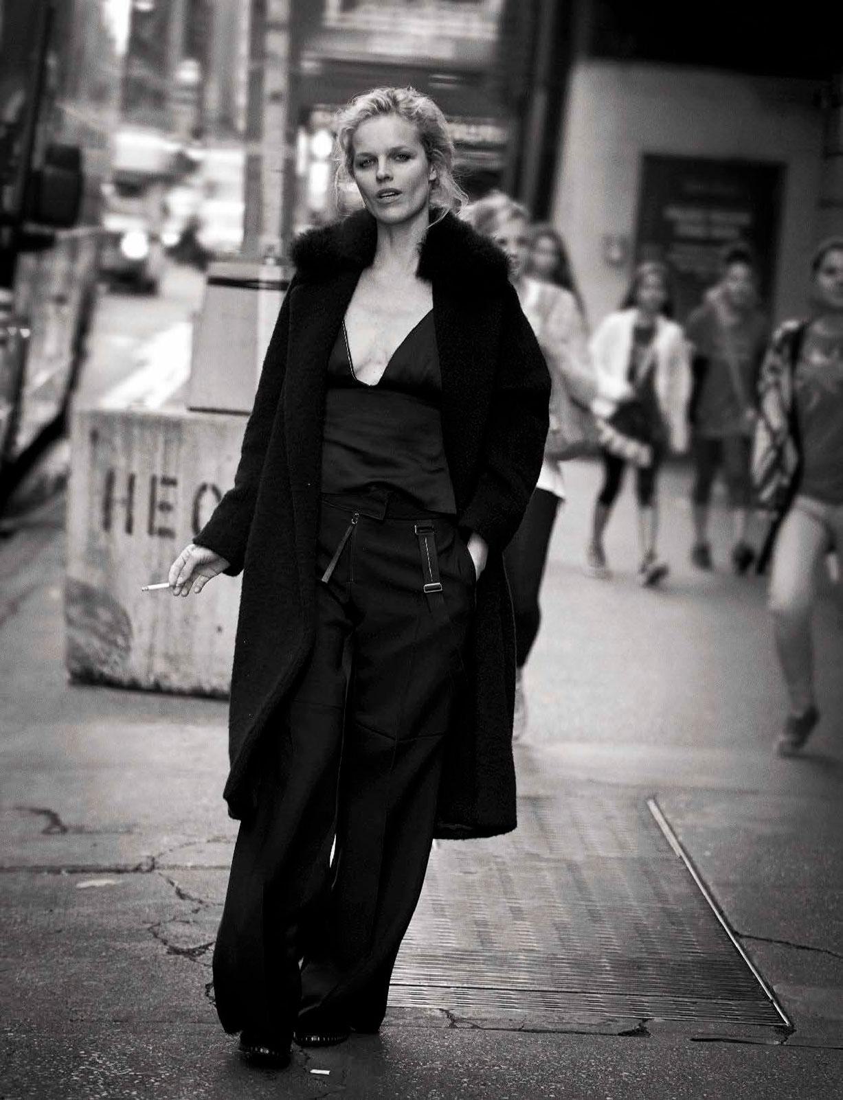 Eva Herzigova - Walking by Peter Lindbergh - Vogue Italia october 2016