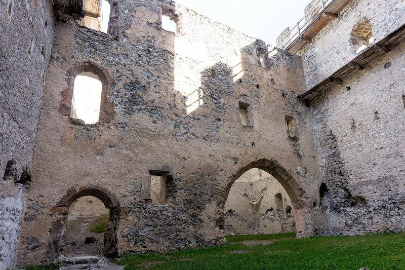 замок Кронбург (Kronburg castle), Альпы, Тироль, Австрия