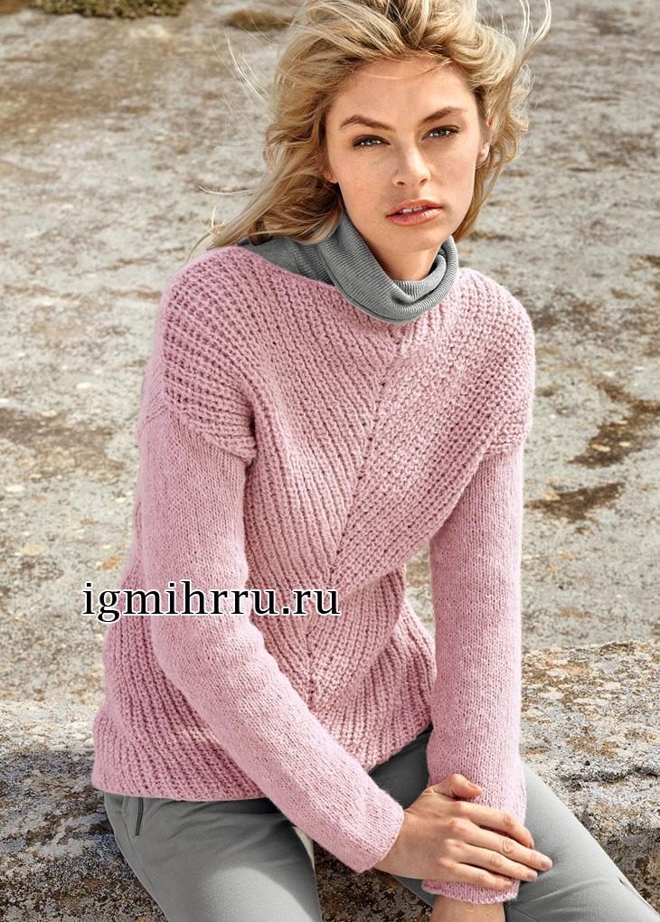 Розовый пуловер с диагональным узором. Вязание спицами