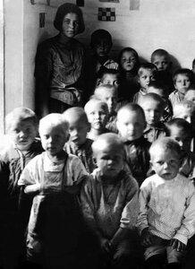 Спецпоселок Сухая Атя. В детском саду. 1934