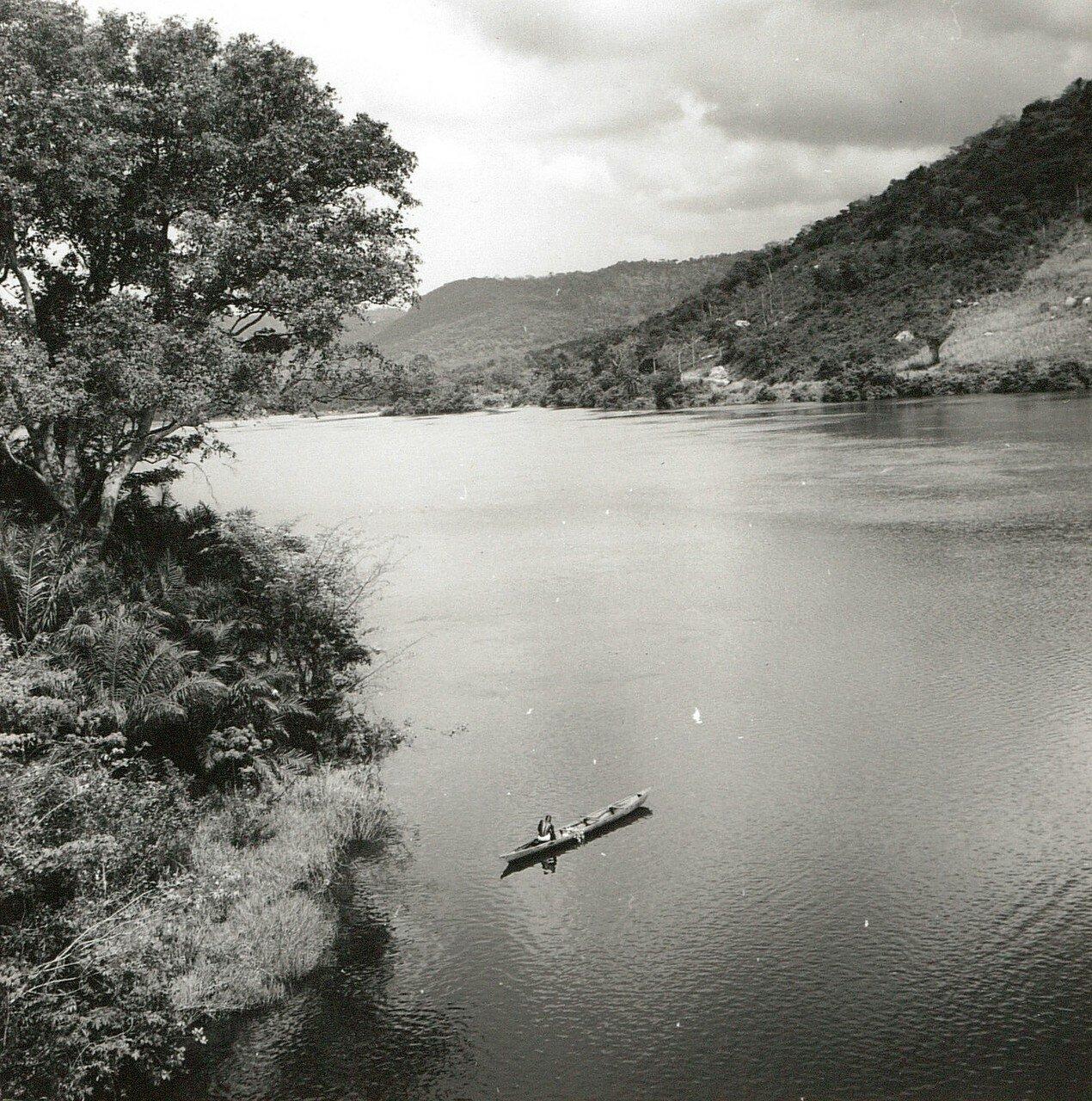 Гана. Река Вольта. Судоходный участок в районе хребта Аквапим-Того