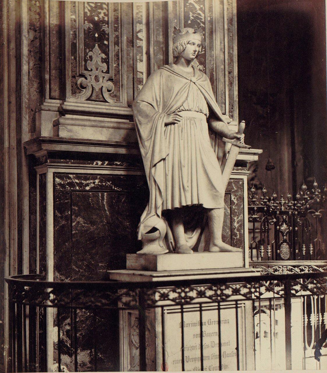 45. Церковь Санта Мария дель Кармине. Статуя князя Конрада, созданная по заказу короля Баварии Максимилиана II