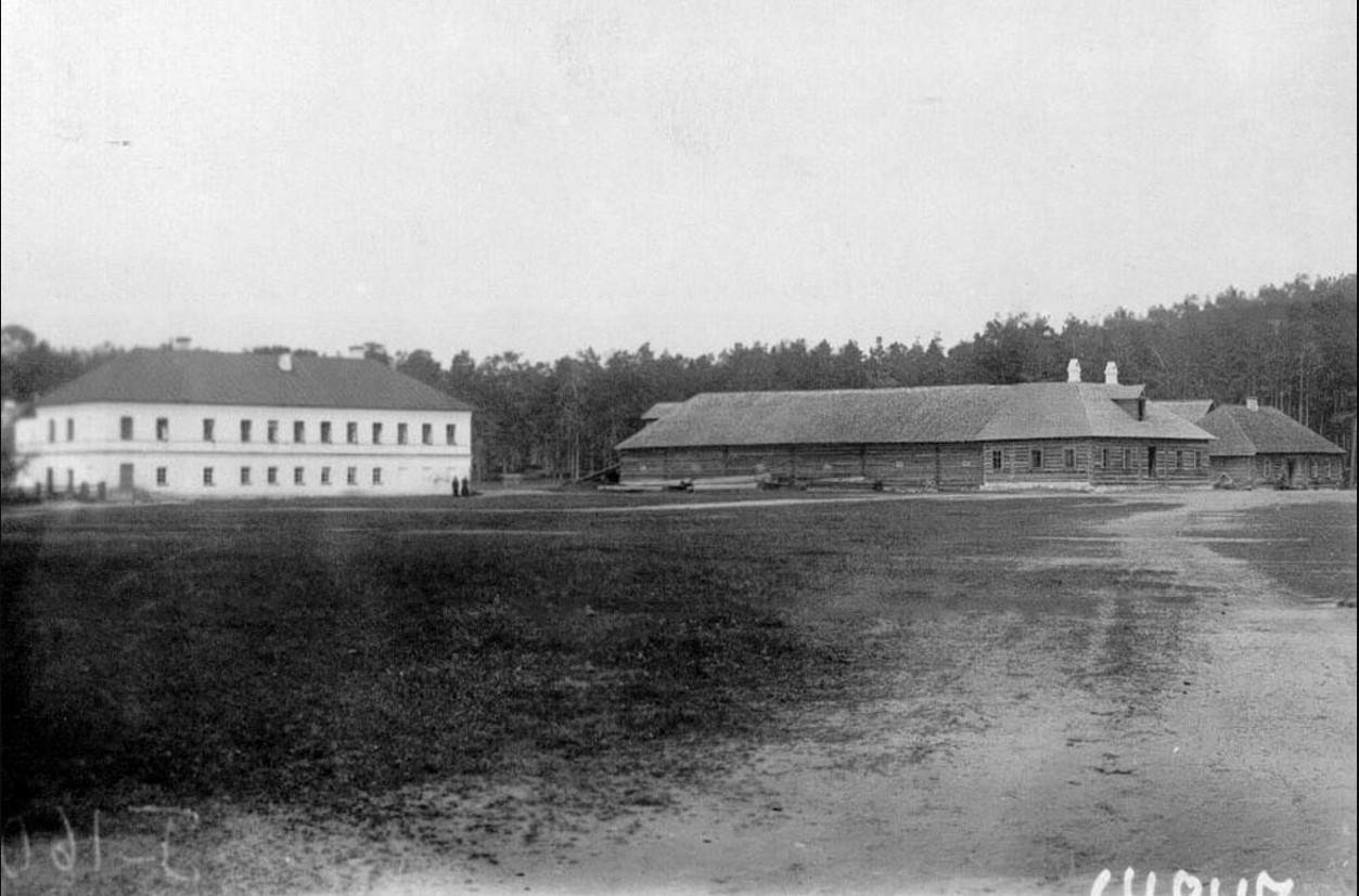 28. Монастырские постройки, справа - конюшни