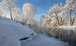 Сверкали инеем деревья, парила черная река...
