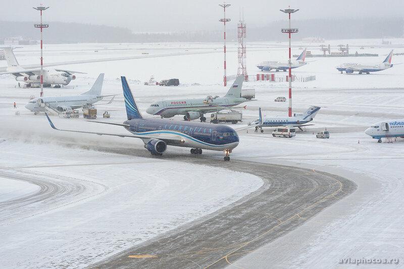 Boeing 767-32L/ER (4K-AZ82) AZAL - Azerbaijan Airlines 065_D707013