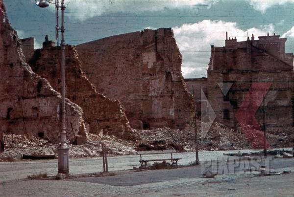 stock-photo-destroyed-buildings-near-cours-de-chazelles-in-lorient-france-1940-12411.jpg