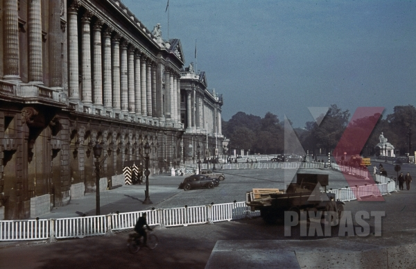 stock-photo-hotel-de-crillon--navy-department-at-the-place-de-la-concorde-in-paris-france-1940-10972.jpg