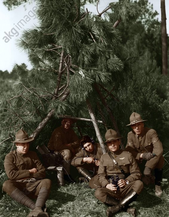 Getarnte brit.Feldtelefonstation/1918. - WW I / British Field Telephone Station -