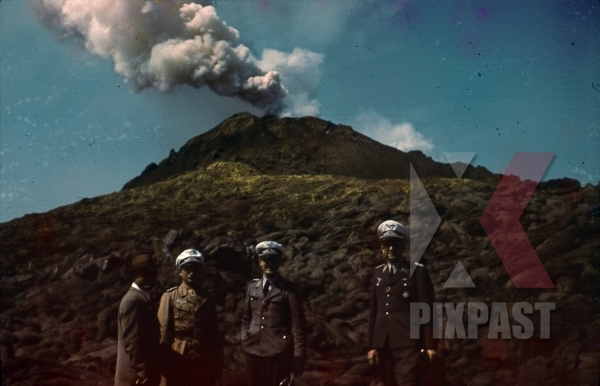 stock-photo-ww2-color-luftwaffe-field-division-2nd-lufllotte-tropical-uniform-caps-ribbon-bar-volcano-mount-etna-sicily-1942-8517.jpg