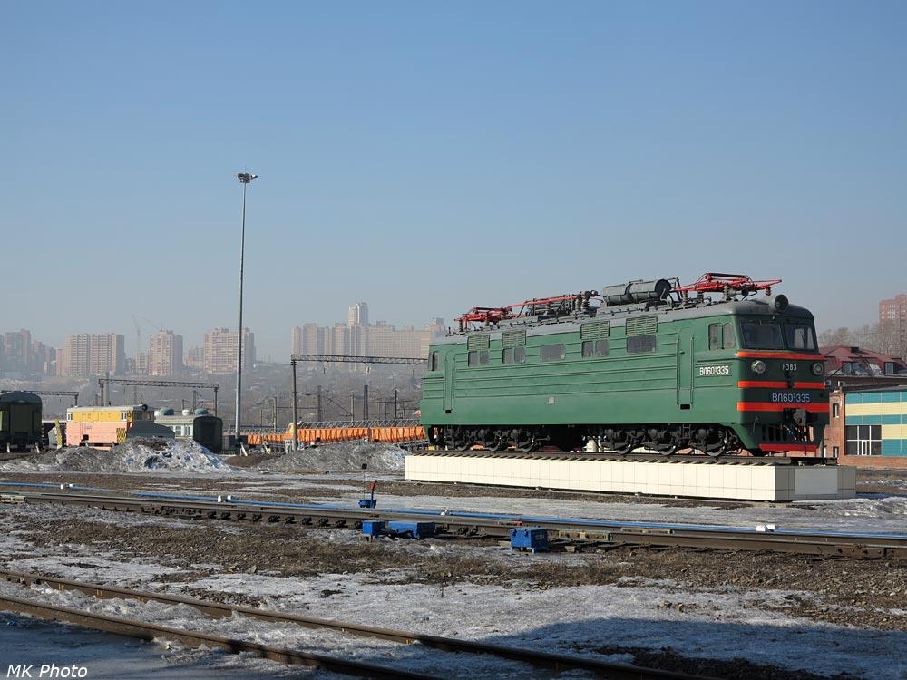 Электровоз-памятник на станции Красноярск
