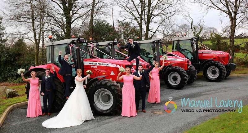 Невеста приехала на свадьбу на тракторе