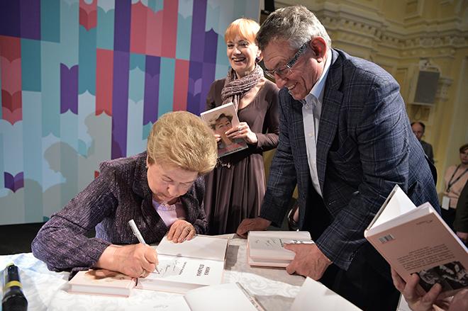 20170605_21-12_Наина Ельцина представила в Москве книгу мемуаров Личная жизнь-pic3