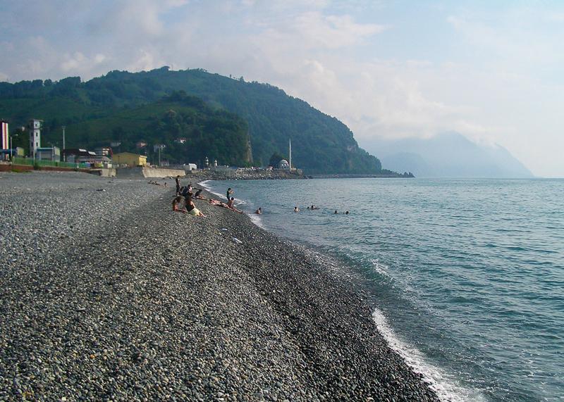 Пляж галечный, море чистое