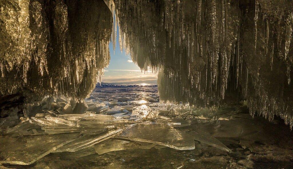 Байкал. Закат из пещеры острова Харанцы