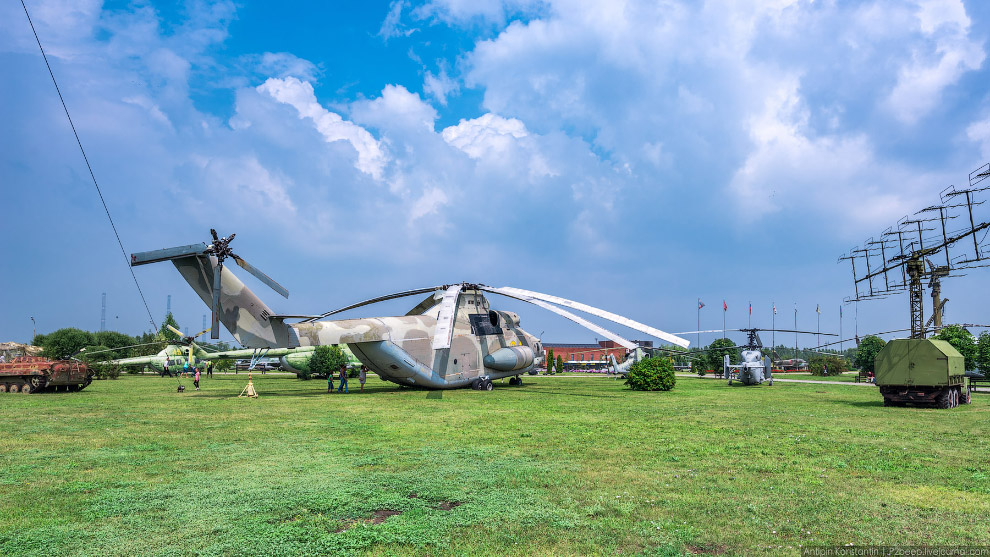 10. Это крупнейший в мире серийно выпускаемый транспортный вертолет.