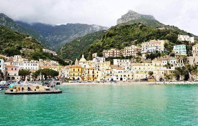 Виетри-суль-Маре Уютный поселок на итальянском побережье, который местные жители именуют