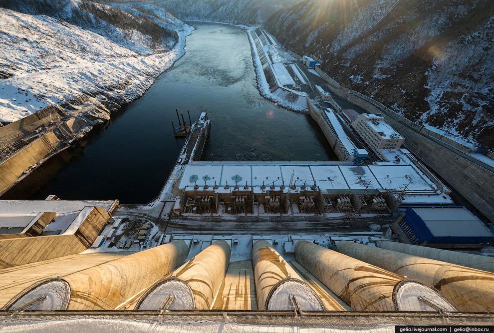 В плотине заложено около 4 млн кубометров бетона.