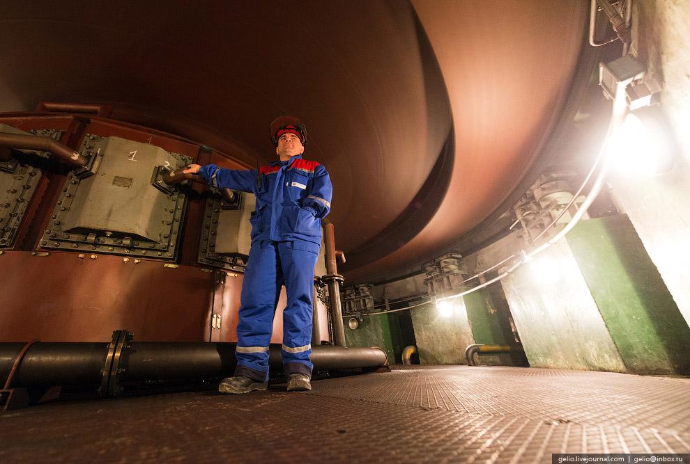 С помощью этих лопаток регулируется расход воды через турбину: