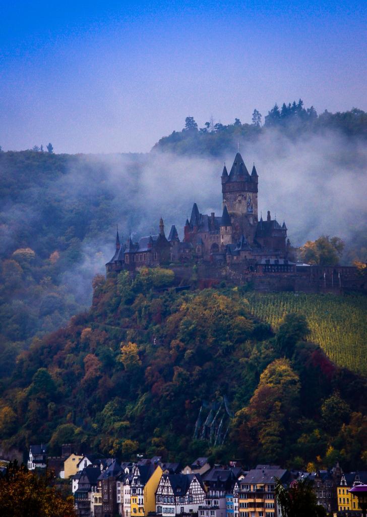 9 место. Имперский замок Кохем. Расположен в земле Рейнланд-Пфальц. Построен в 1020 году. (Herib