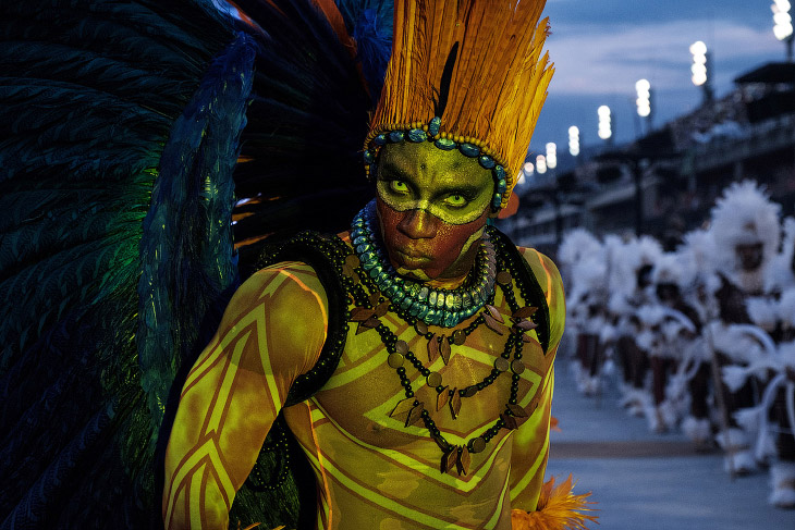 1. Карнавал в Ламегу в Португалии, 27 февраля 2017. Люди носят деревянные маски, изображающие к