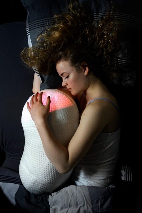 Somnox – подушка-робот, которая поможет победить бессонницу Но робот-подушка хорош не только в