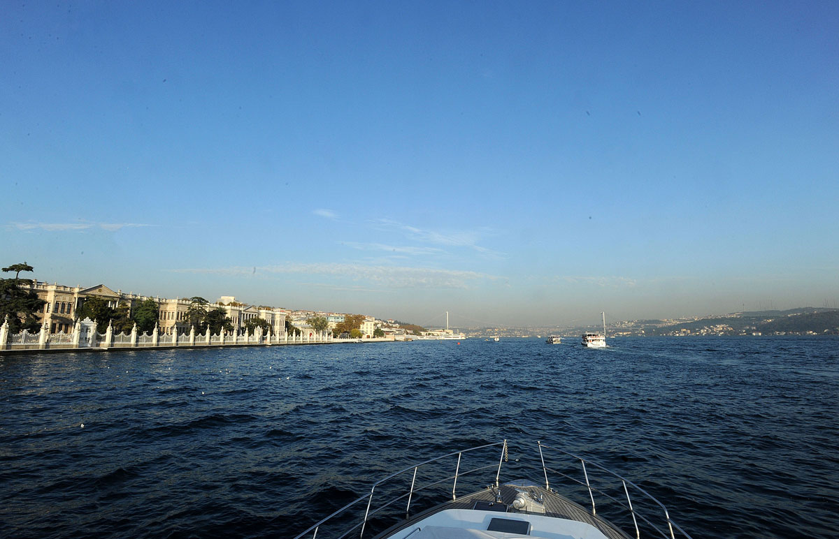 53. Нас ждет прогулка на кораблике по Босфору.