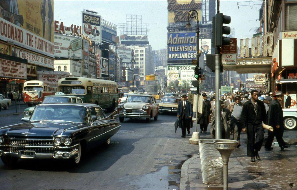 Таймс-сквер, 1960 год. Полиция Нью-Йорка в те времена была настолько коррумпирована, что практически