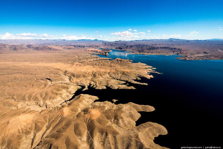 2. Район плато Колорадо и русла одноимённой реки это настоящий рай для геолога. Изрезанный ланд