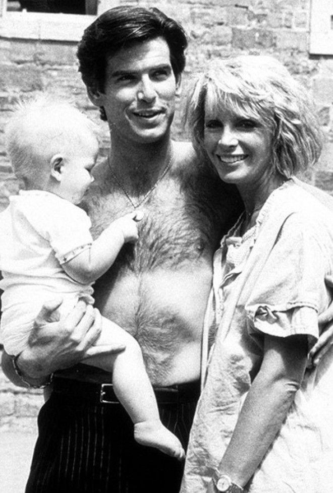 Кассандре Харрис диагностировали рак яичников в 1987 году. Ее муж Броснан был всё время рядом и подд
