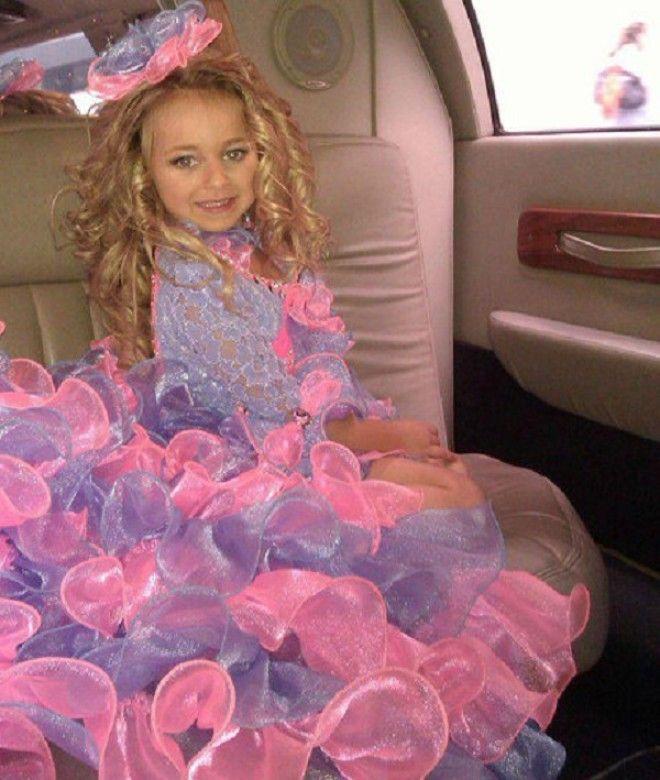 Первый свой конкурс красоты Изабелла выиграла, когда ей было всего 4. Мама девочки в многочисленных