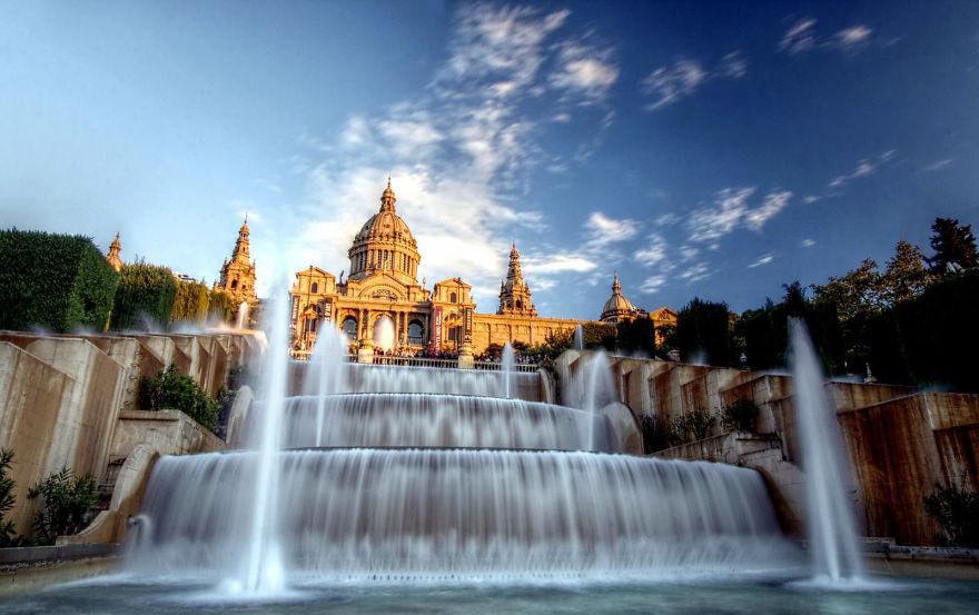 Магический фонтан Монжуика, Барселона. Был построен по проекту Карлоса Буигаса в 1929 году ко Всемир