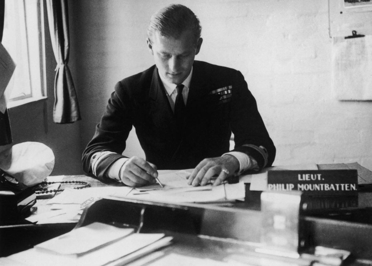 Принц Филипп завершил службу в Военно-морском флоте в 1951 году в звании коммандер-лейтенанта (капит