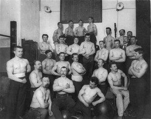 Группа членов Петербургского атлетического общества
