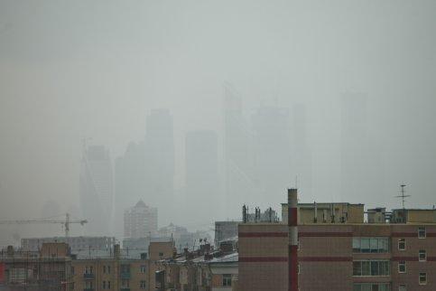 МЧС предупредило о вероятном увеличении числа ДТП из-за тумана в столице России